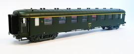 HO42214 Voiture OCEM première classe livrée verte avec logo encadré jaune du dépôt de Metz région EST