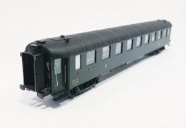 HO42235 Voiture OCEM seconde classe B9myfi 5602 livrée SUD-EST avec échelle et passerelles du dépôt de PARIS-LAVAGE
